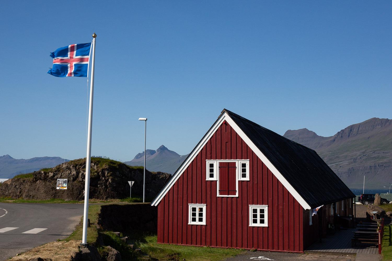 the oldest building in Djúpivogur with Icelandic flag