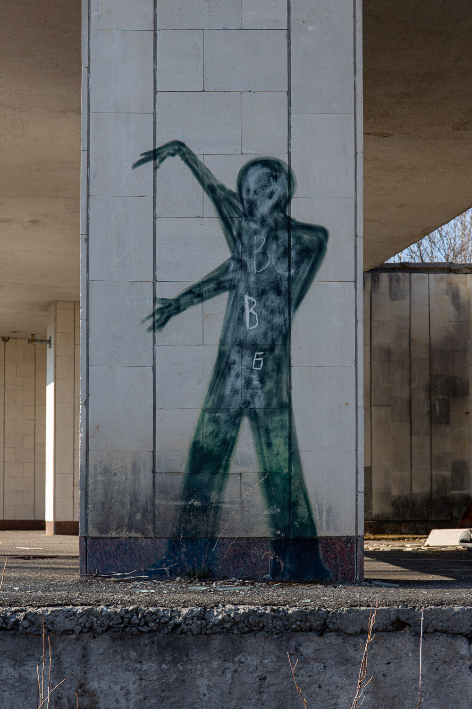 green street art figure